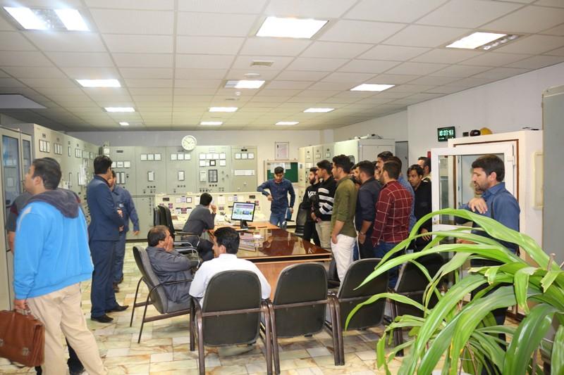 بازدید دانشجویان دانشکده خاتم الانبیا زرند از نیروگاه