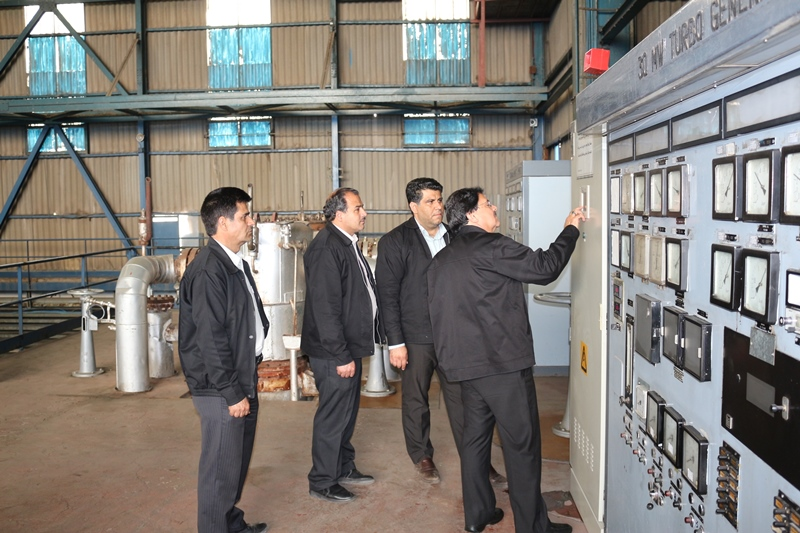 بازدید مهندس سام ایزدی مدیرعامل نیروگاه از تجهیزات و تاسیسات در جریان راه اندازی واحدها