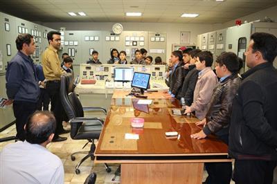 بازدید دانش اموزان دبیرستان شهید علی عرب زرند از نیروگاه